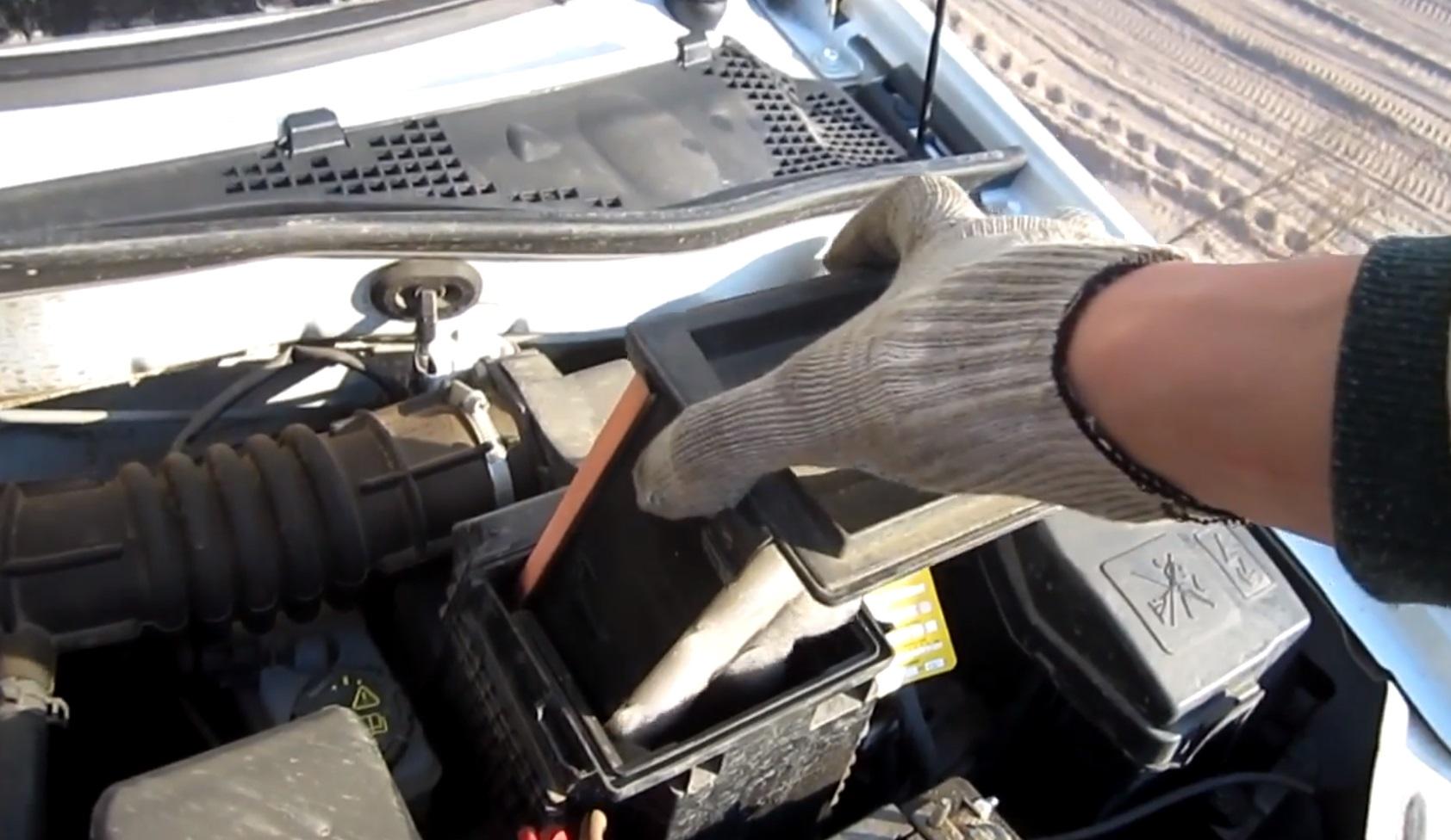 Замена воздушного фильтра Лада Ларгус 8 клапанов