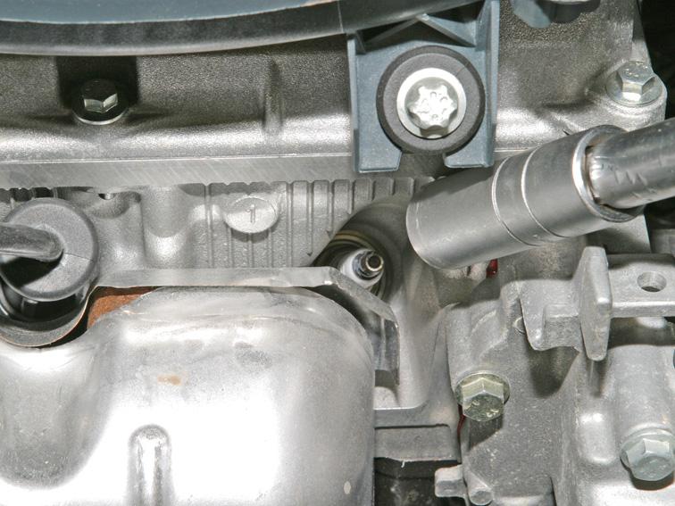 Замена свечей зажигания на 8-клапанном Ларгусе с мотором K7M Renault