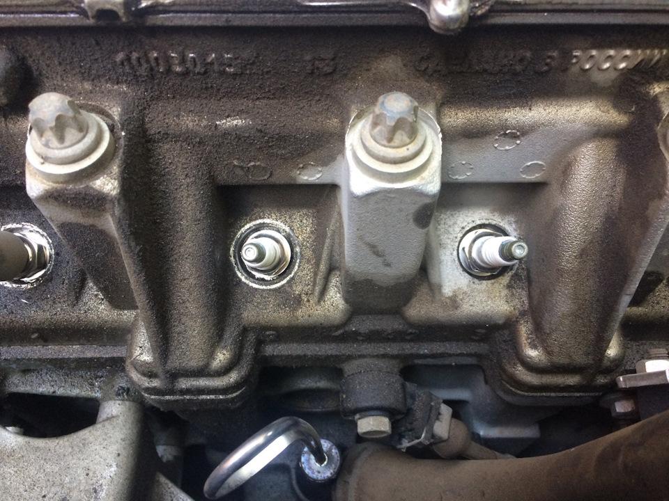 Замена свечей зажигания Лада Ларгус на 8-клапанном моторе 11189