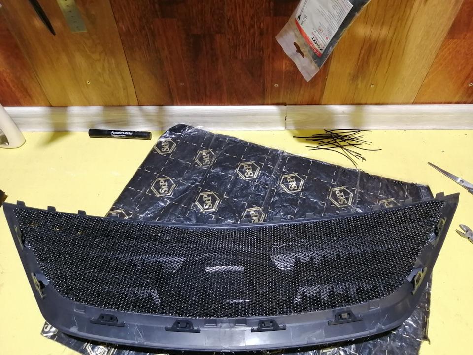 Установка сетки на решетку радиатора Лада Ларгус
