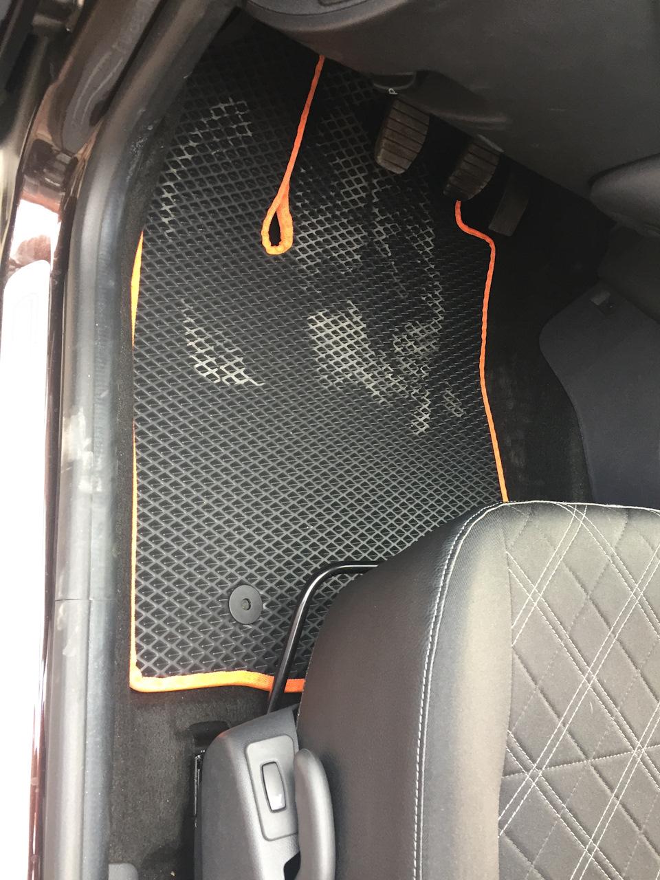 EVA-коврики Лада Ларгус в салон автомобиля