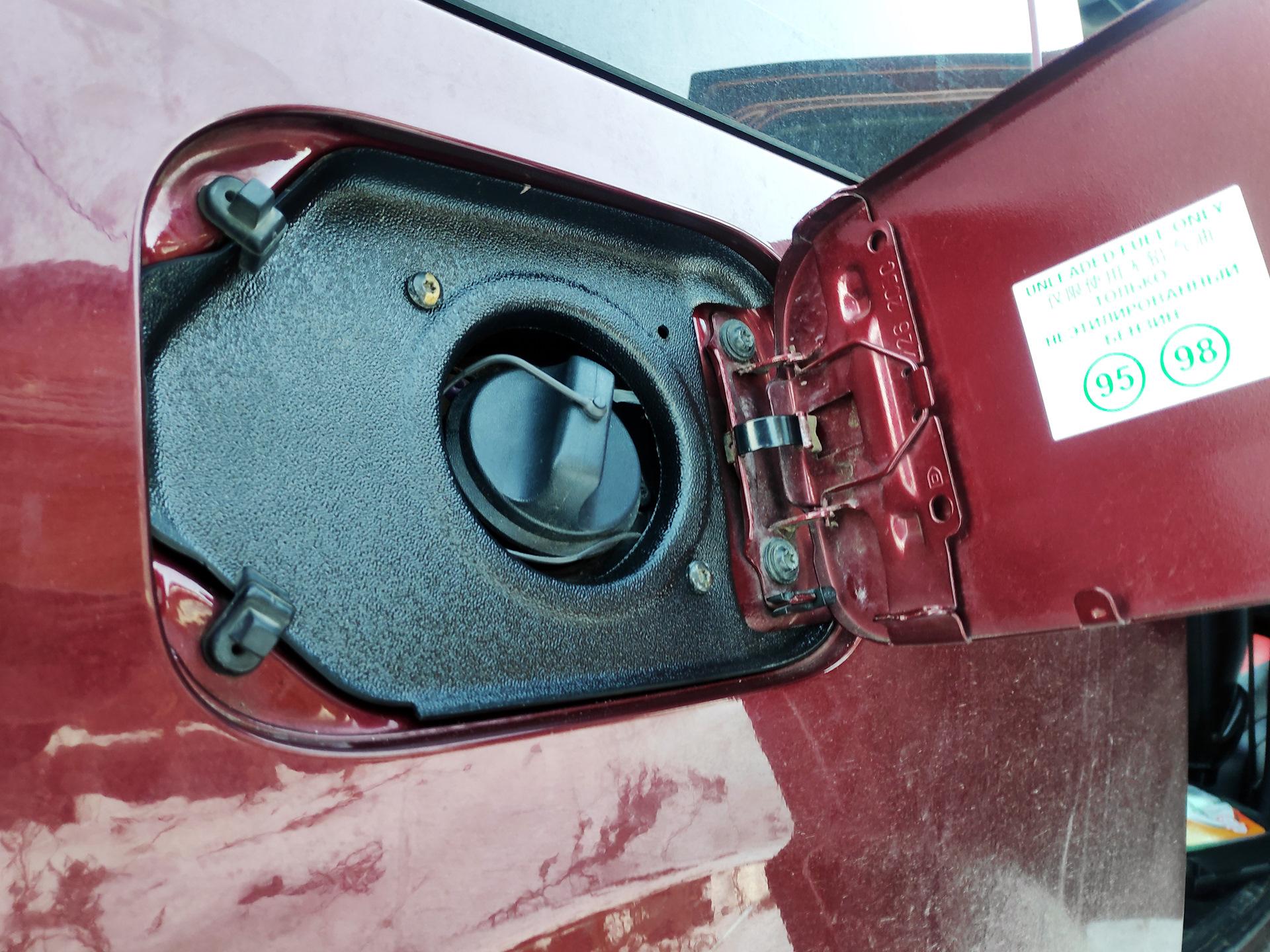 Как слить бензин с Лады Ларгус?