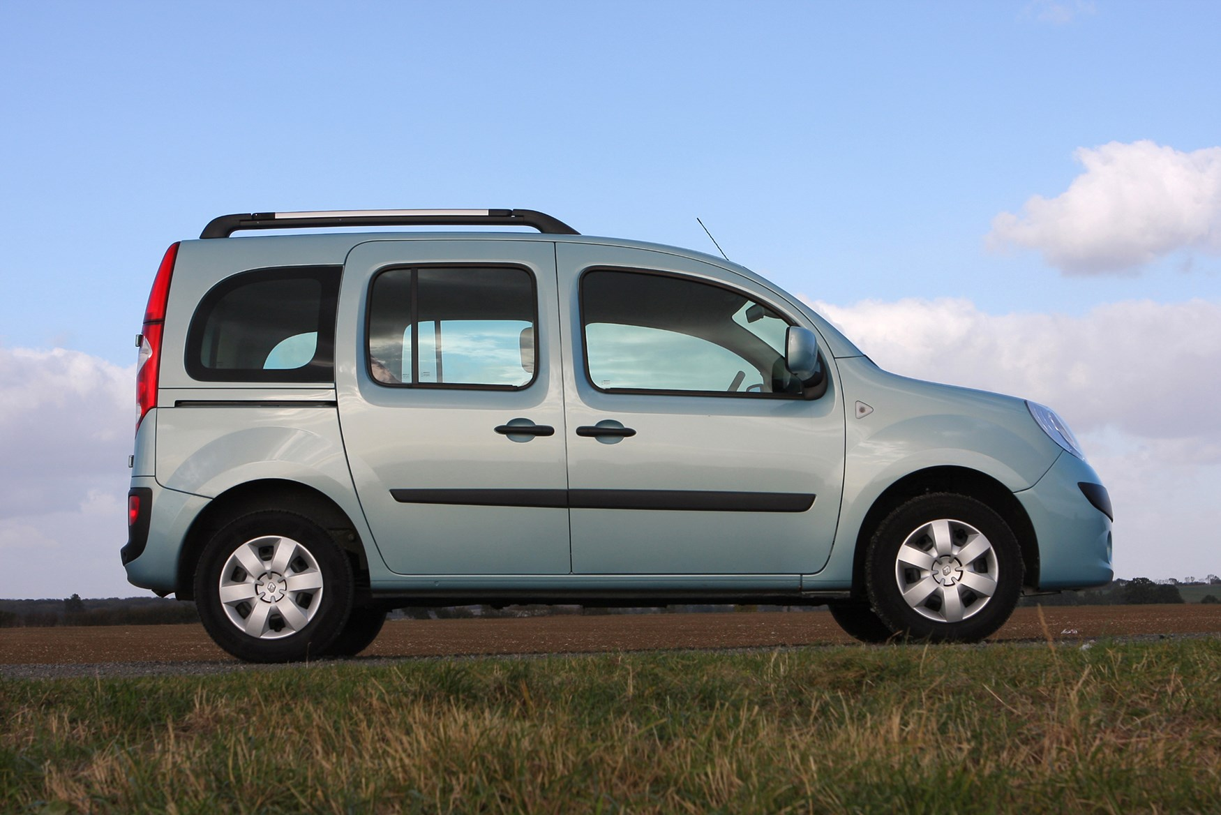 Машины похожие на Лада Ларгус - Renault Kangoo